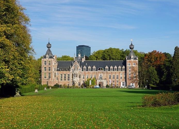 800px Arenberg Castle